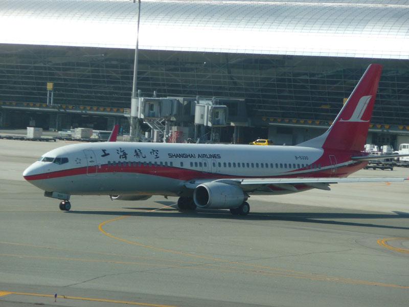 Shanghai Airlines Boeing 757